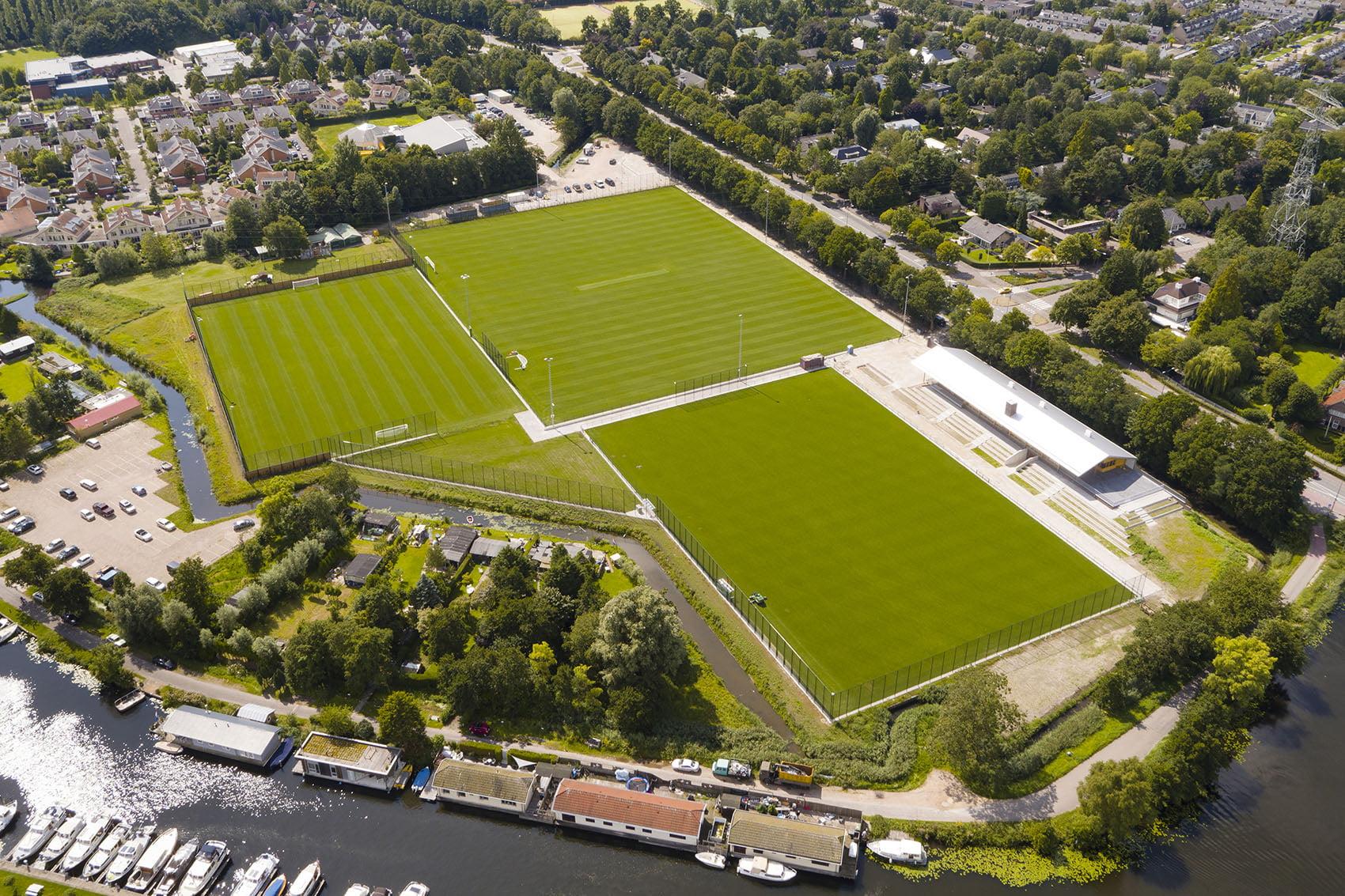 Luchtfoto's van voetbalvelden