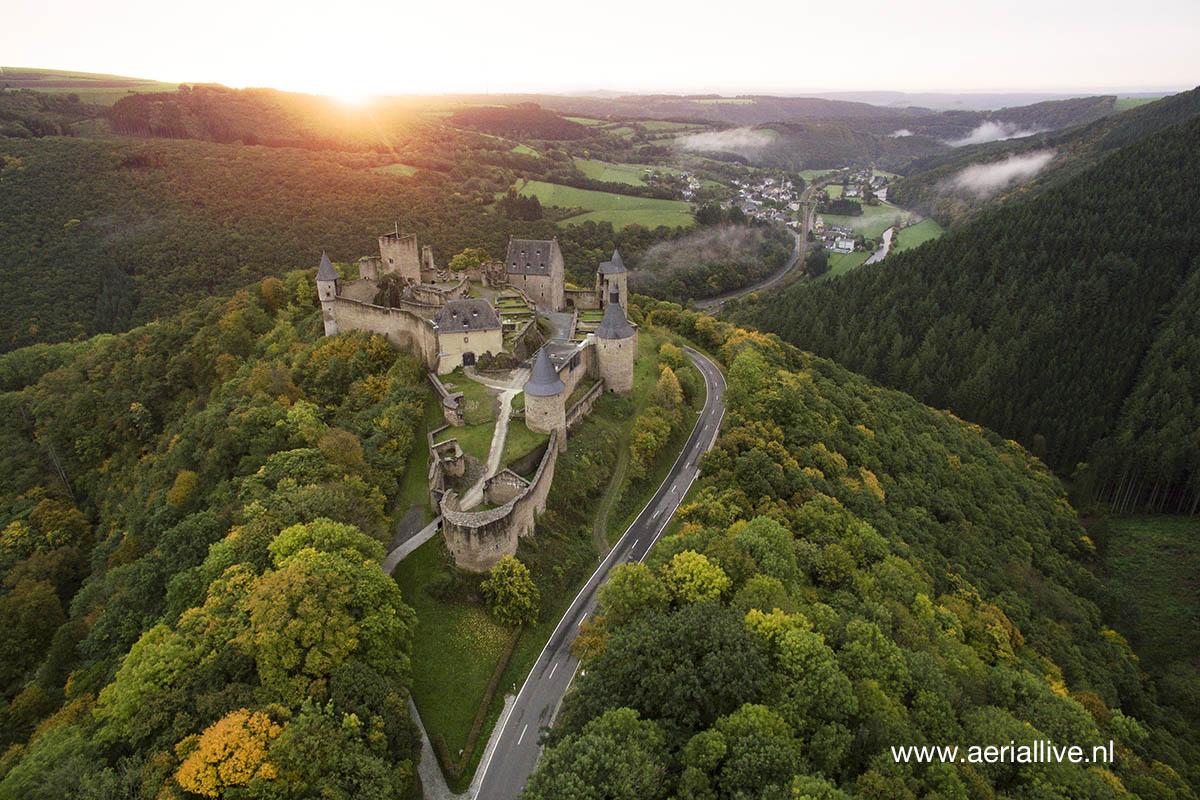 Kasteel luxemburg vanuit de lucht.