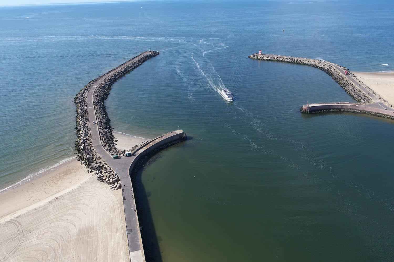 Bootje in de haven van Scheveningen