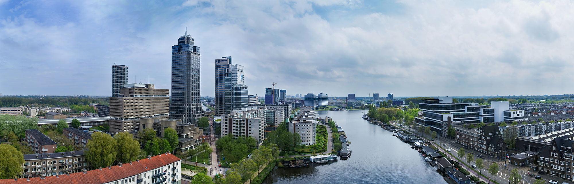Drone opnames van Rembrandt toren en Amstel